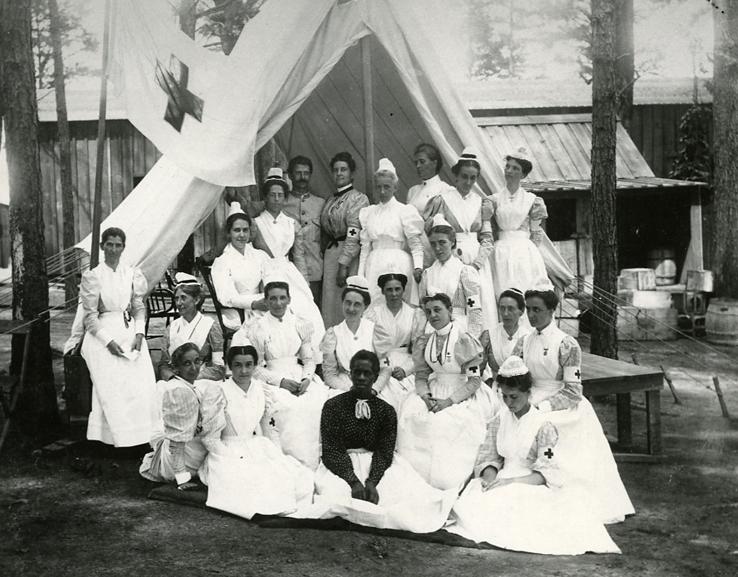 1898 photograph of Anna Maxwell with nurses at the Sternberg Field Hospital, Georgia.