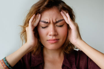 Women with headache experiencing cold symptoms